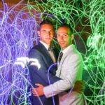 lightpainting mariés entouré par jeu de lumière