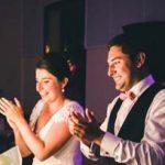 mariés heureux Qui applaudit ils donnent leur avis sur leur photographe