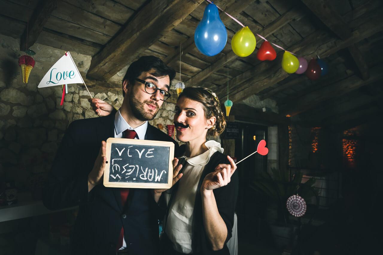 Mariage Champêtre au Grenier Des Saveurs photobooth Les invités laisse un petit message aux mariés