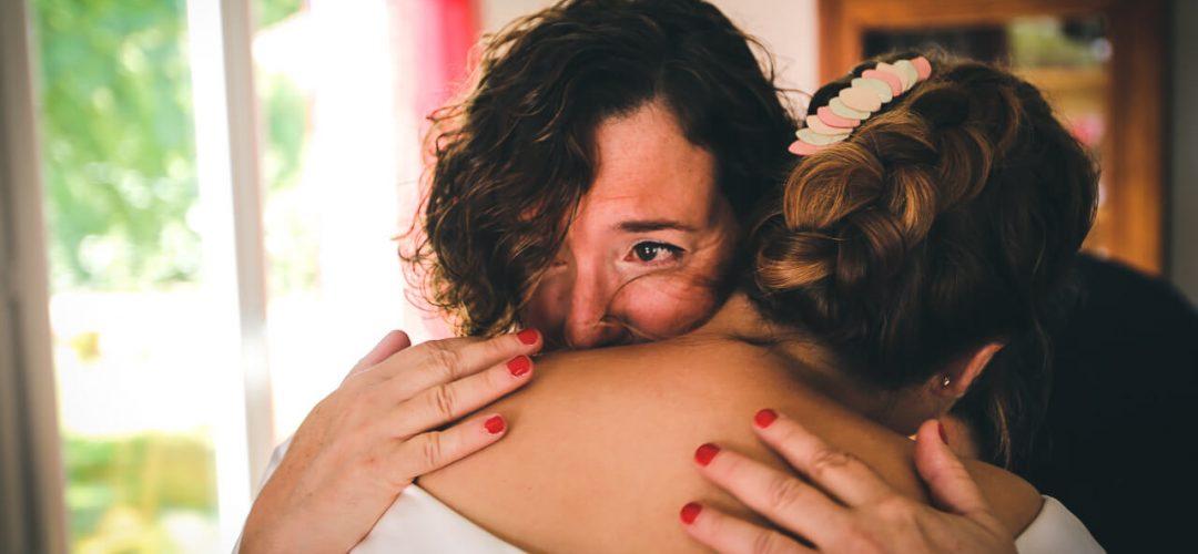 Préparatifs la maman de la mariée les larmes aux yeux Blanquefort gironde