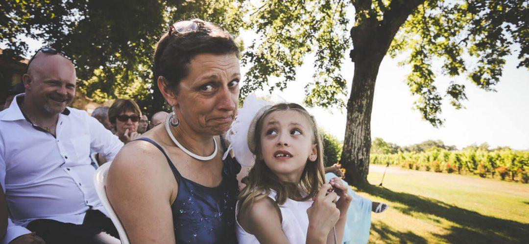 Beaucoup d'émotion elle retient ses larmes des photos qui sortent de l'ordinaire prise de vue de mariage Bordeaux