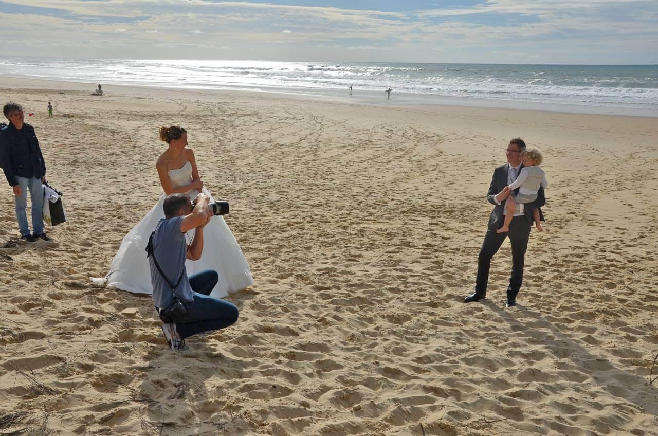 photographe de mariage photo sur la plage Lacanau en Gironde proche de Bordeaux
