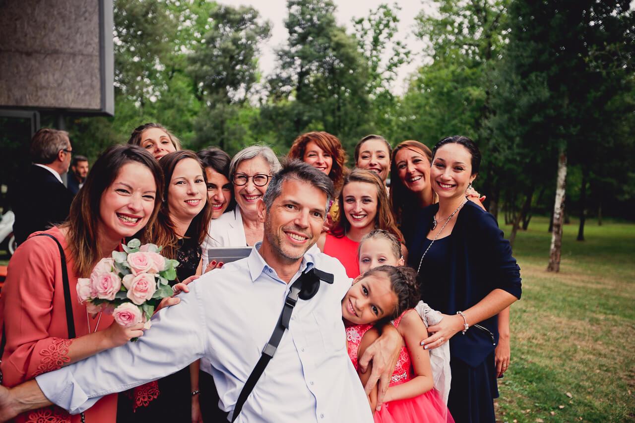 photo de groupe avec le photographe de mariage professionnel