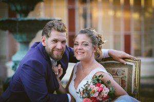 Grand sourire de Marie photos naturelles et prises sur le vif réalisées pendant la séance photo de couple