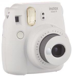 Réserve votre Polaroid pour votre mariage à Bordeaux 3 - Appareil Photo Instantane Fujifilm Instax Mini 9 Blanc Cendre 1 photographedemariage Créateur de souvenirs & de vos moments de joie. Lalocation Polaroid. Une occasion particulière ? Un évènement à immortaliser ? Envie de s'essayer au Polaroid ? Donc n'attendez-plus, louez un Polaroïd ! Ainsi découvrez nos packslocation Polaroïd : nous vous proposons donc en location courte ou aussi longue durée, Il y a 1001 occasions de louer un Pola... donc découvrez nos packs location Polaroid. A vos marques, louez, prêts ? Photographiez !